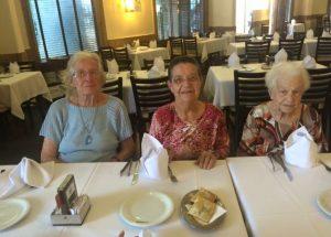 Interação Social na Churrascaria - Casa de Repouso Residencial Recanto dos Nobres